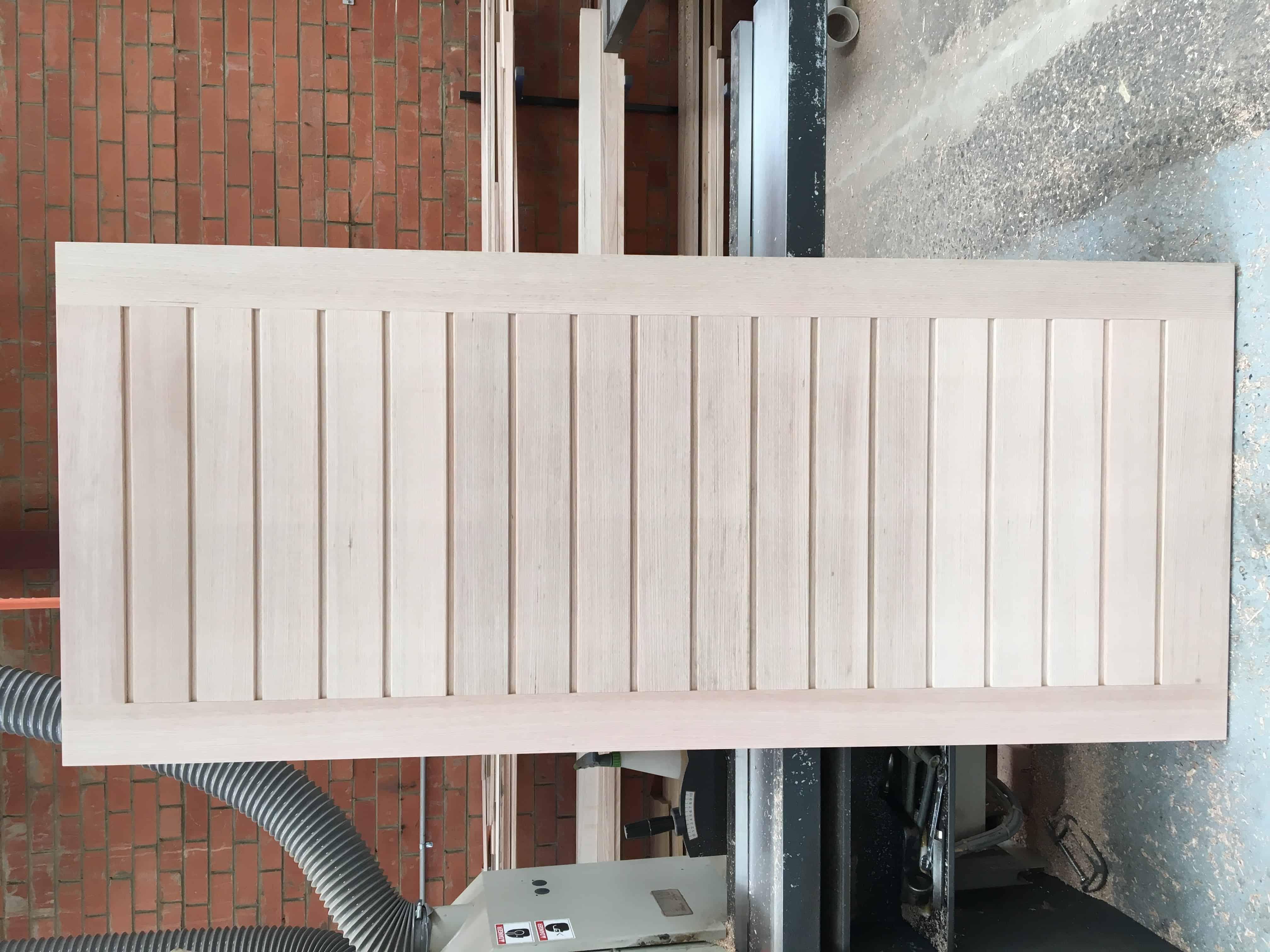 horizontal v-panel door